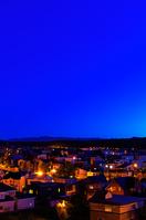 北海道 明かりの灯る住宅街と夜空