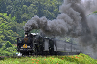 山口県 山口線 煙を上げて走るC57+C56重連牽引SLやまぐち号