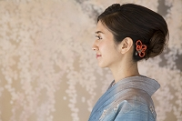 着物の日本人女性の横顔