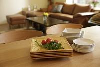 ダイニングテーブルとリビングルーム