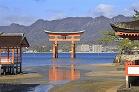 広島県 宮島の厳島神社と大鳥居