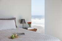 海岸が見えるベッドルーム