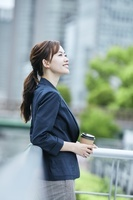 笑顔の日本人ビジネスウーマン