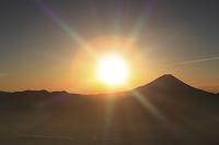 山梨県 櫛形山林道から富士山と朝日