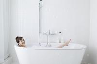 お風呂に入る日本人女性