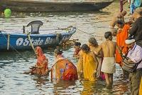 インド ベナレス ガンジス河 沐浴