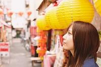 中華街にいる女性