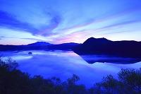 北海道 第1展望台から見る夜明けの摩周湖と摩周岳