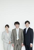 スーツの日本人男女