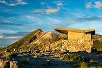 朝日を浴びる大黒岳山頂