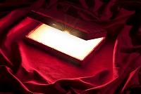 赤い布と宝石箱