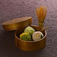和菓子と茶筅