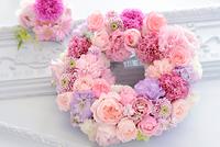 ピンクのフラワーリース