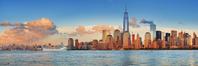 アメリカ合衆国 クルーズ船とニューヨークの街並み