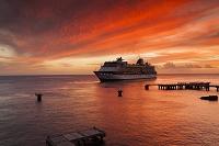 ドミニカ国 ロゾー 豪華客船