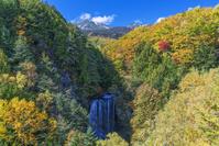 長野県 秋の乗鞍高原より乗鞍岳と善五郎の滝