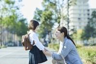話をする日本人親子