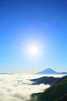 山梨県 丸山林道 朝の富士山と雲海と朝日