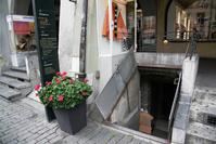 スイス ベルン旧市街 地下室に作られている核シェルター
