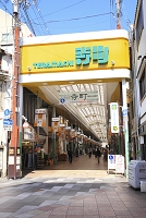 京都府 寺町商店街の三条通出入口