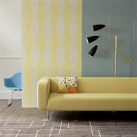 黄色いソファーのある部屋