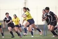 走る女子ラグビー選手