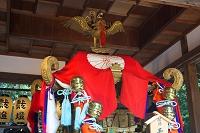 蚕の社舞殿に置かれた御輿