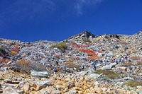 長野県 御嶽山の登山道と石室山荘