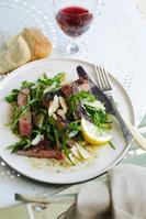 サラダ肉料理