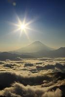 山梨県 富士川町 櫛形山林道からの富士山と雲海と朝日