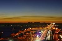 千葉県 海ほたるSAから見る夜明けの東京湾アクアライン