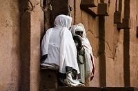聖アバ・リバノス教会前の修道女