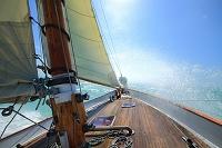 アメリカ合衆国 フロリダ 全速で帆走する帆船