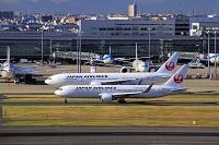 東京都 羽田空港 JALボーイング767と777