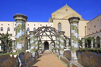 イタリア ナポリ マヨリカ焼きの中庭 サンタ・キアーラ教会