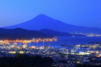 静岡県 日本平から望む夕刻の富士山と清水港