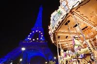 12月のエッフェル塔とメリーゴーランド/夜景