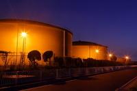 埼玉県 浄水場のタンクの夜景