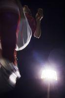 ローアングルのサッカー選手と照明