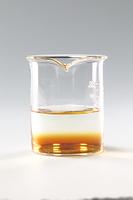 コーヒーシュガーが水に溶ける様子 B12-4