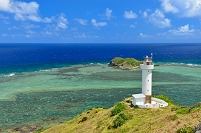沖縄県 石垣市 石垣島 平久保崎灯台とサンゴ礁の海