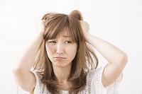 悩む日本人女性