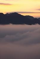 奈良県 朝焼けの山の朝