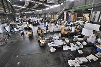 東京都 築地市場 水産物部仲卸業者売場第二大通路