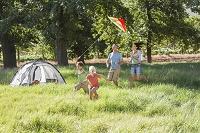 外国人家族のキャンプホリデー