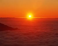 富山県・黒部立山アルペンルート 雲海入る夕日