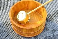 打ち水に使う桶と柄杓