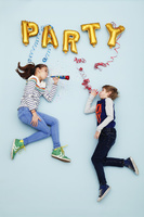 パーティーする子供