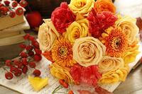黄色いバラにガーベラとカーネーション