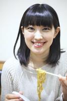 食事シーン 日本人女性